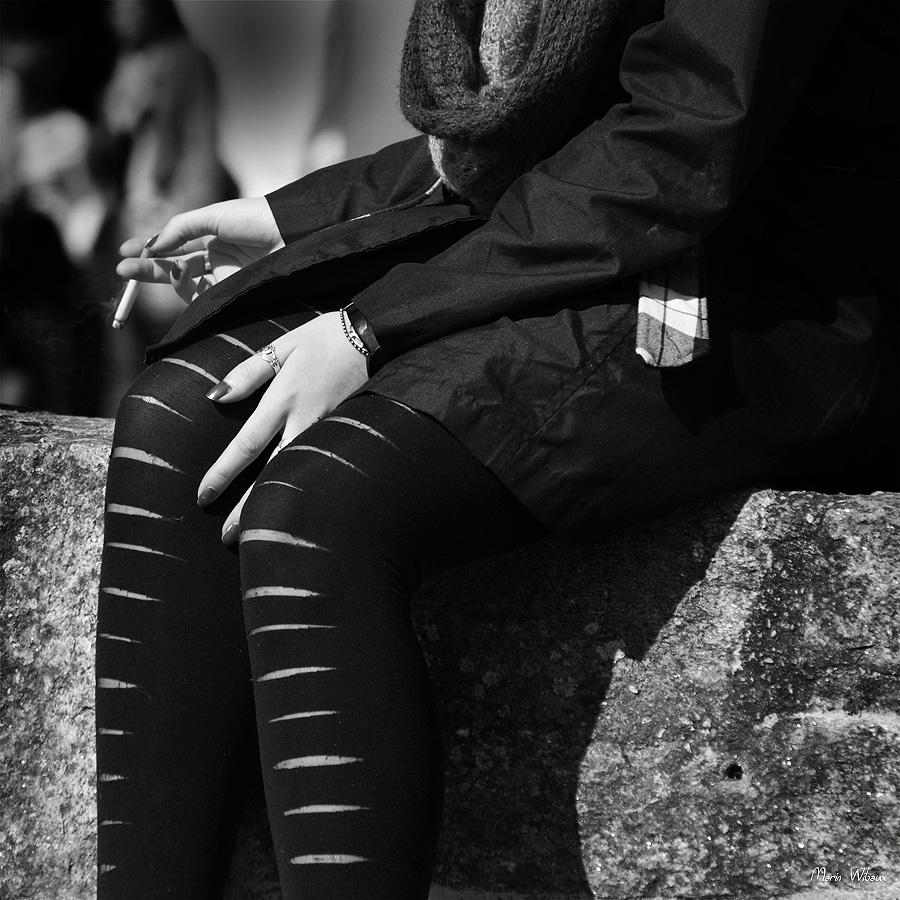 portrait corps jeune femme look gothique