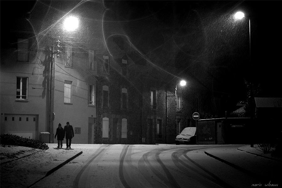 balade damoureux sous la neige de nuit