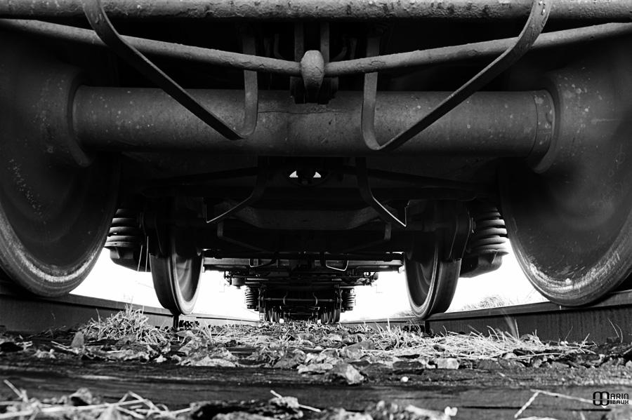 chemin de fer : sous les roues d'un train de marchandise