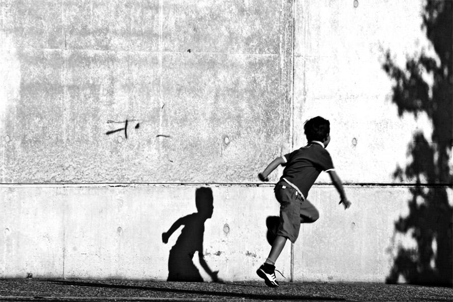 Course devant son ombre