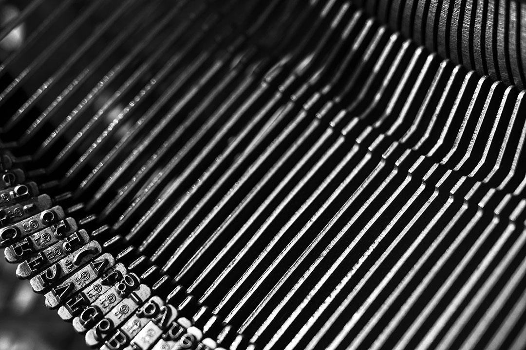 Machine à écrire : barre de caractères