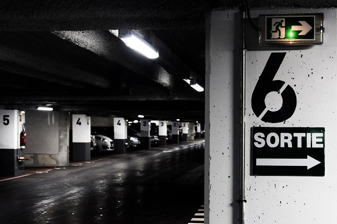 Parking de sous-sol : porte 6 : par ici la sortie