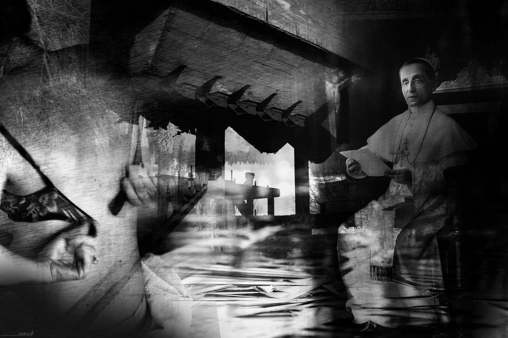 Nue de dos face à sa sainteté : photomontage en noir et blanc