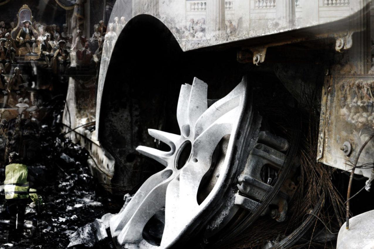 Assemblée et carcasse de voiture calcinée : toute la distance entre le dernier et le premier de cordée