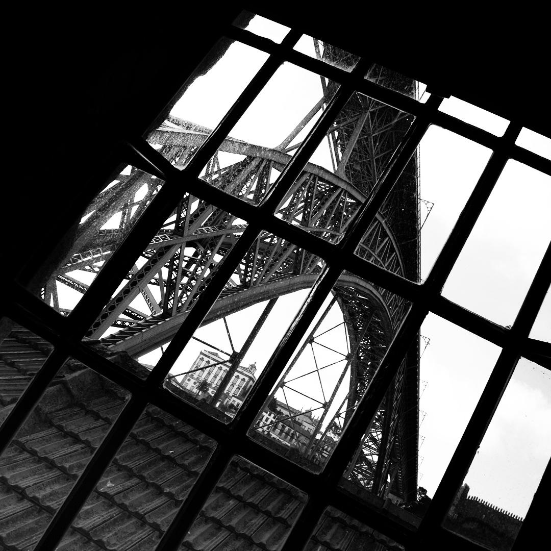 Pont de Porto en noir et blanc