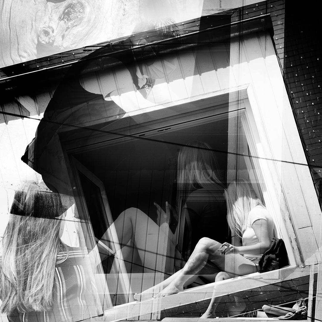 Fenêtre sur cour : montage noir et blanc et format carré