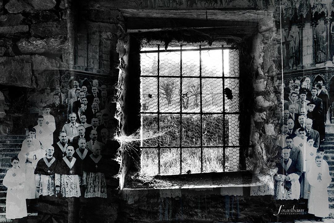 photo-montage noir et blanc : geole et foule