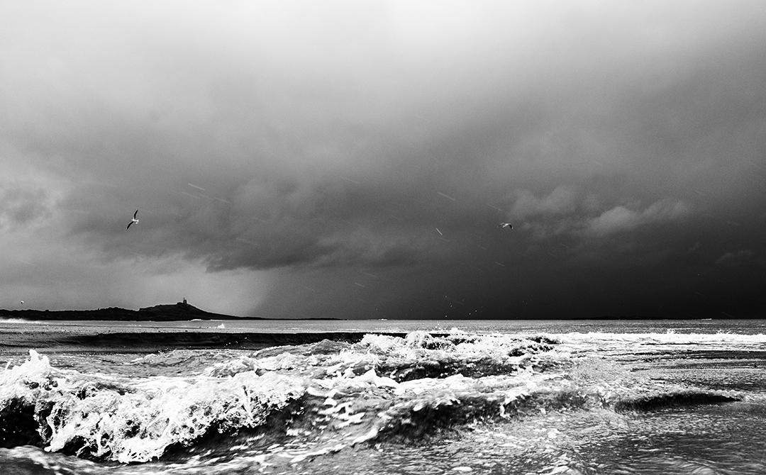 Sables-d'Or-les-Pins : vue sur l'Ilot Saint-Michel sous tempête