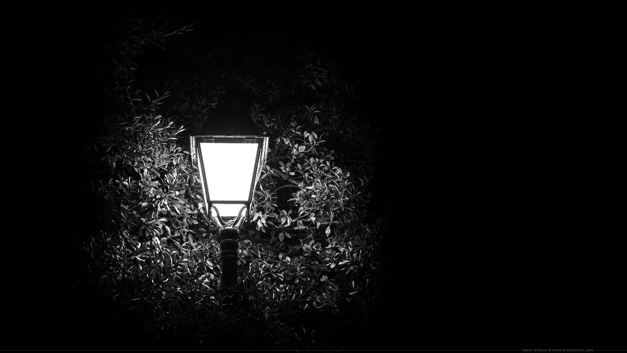 Photo de réverbère : fond d'écran noir et blanc